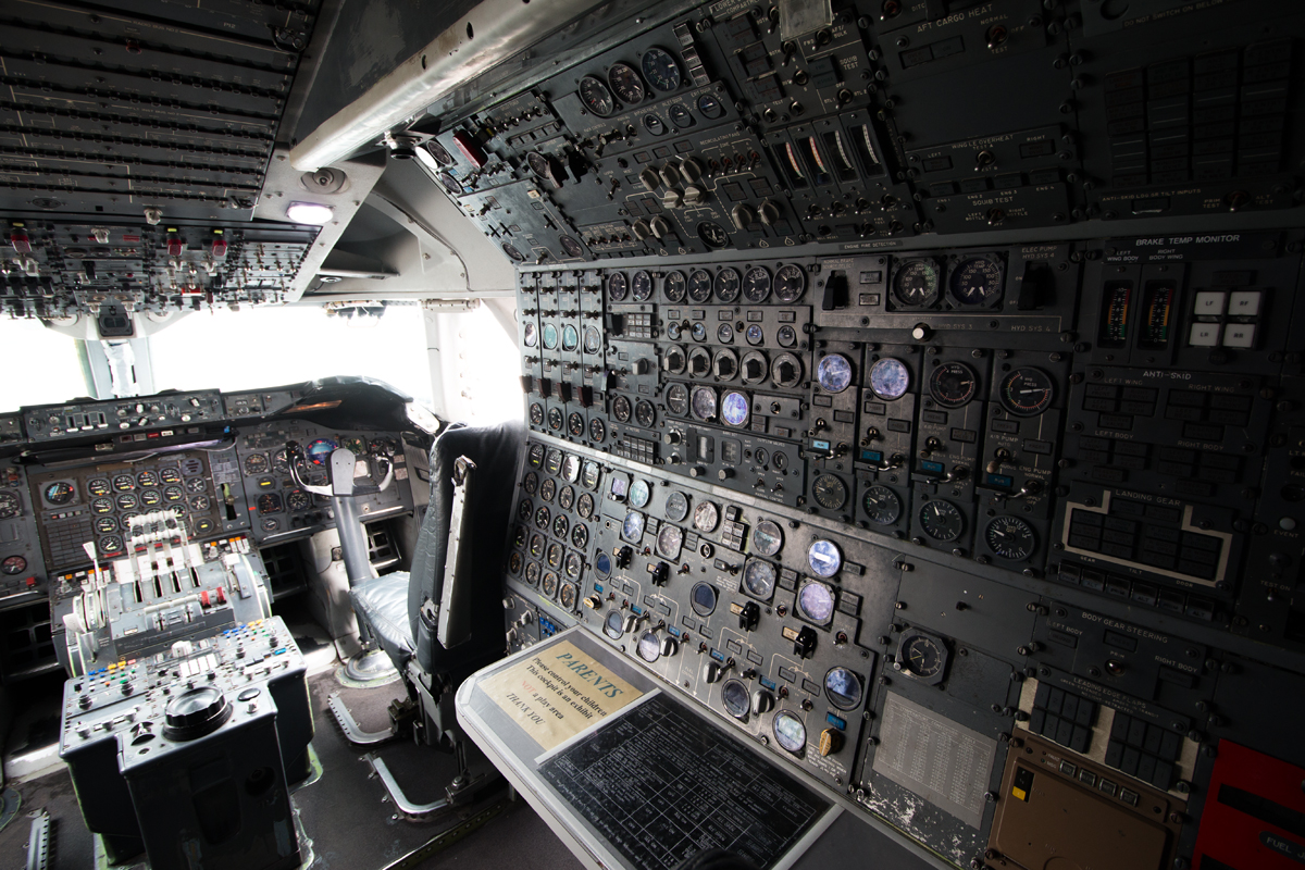boeing_747_cockpit2